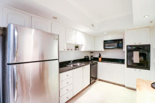 2 Bedrooms Apartment On The Beach - Hollywood, FL 33019