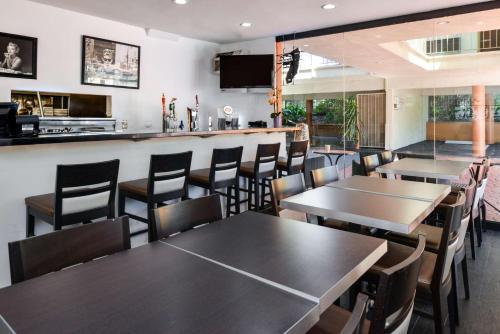 Best Western Hollywood Plaza Inn Photo