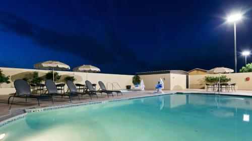 Best Western Plus Wasco Inn & Suites Photo