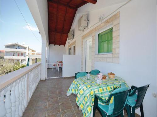 One-Bedroom Apartment Biograd 09