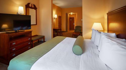 Best Western Plus Executive Hotel & Suites Photo