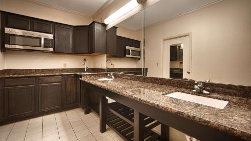 Best Western Inn Navasota - Navasota, TX 77868