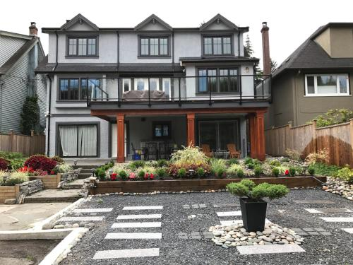 Bay View House - Vancouver, BC V6R 2H2