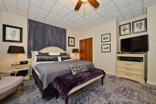 SureStay Collection by Best Western Genetti Hotel Photo