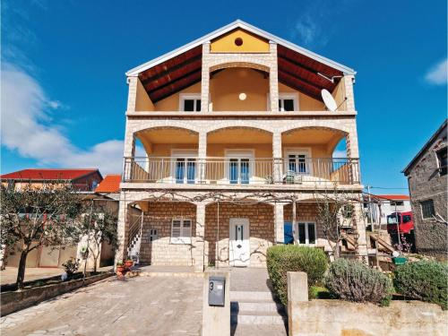 Apartment Maslenica with Sea View I