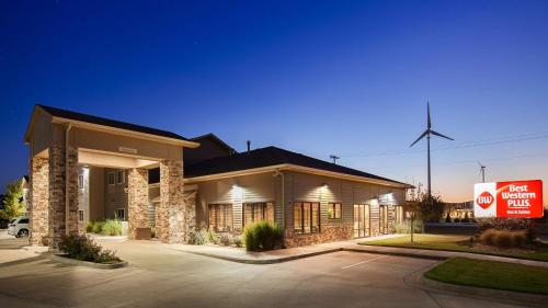 Best Western Plus Night Watchman Inn & Suites - Greensburg, KS 67054