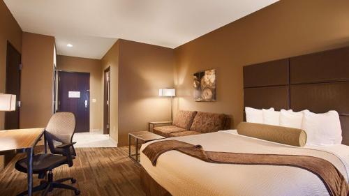 Best Western Plus Night Watchman Inn & Suites Photo