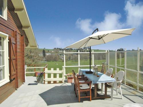 Three-Bedroom Holiday home with a Fireplace in Tenneville