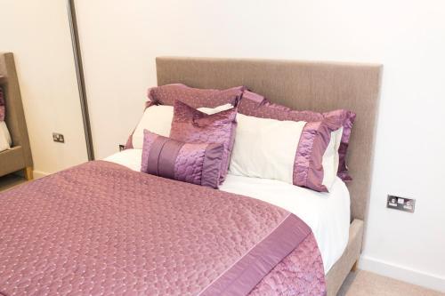 2 Bed Flat Regents Park photo 8