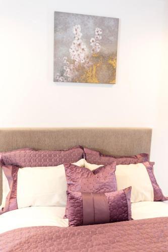 2 Bed Flat Regents Park photo 20
