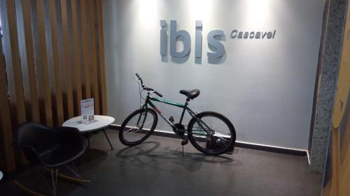 Ibis Cascavel Photo