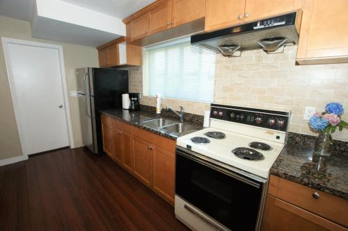 Perfect Two Bedroom Suite - Vancouver, BC V5S 3K3