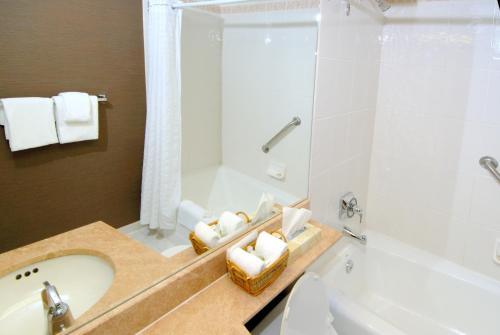 Landis Hotel & Suites - Vancouver, BC V6Z 1W2