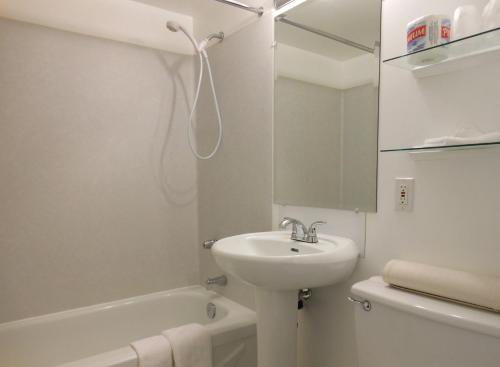 Mayfair Motel - Victoria, BC V8Z 1A4