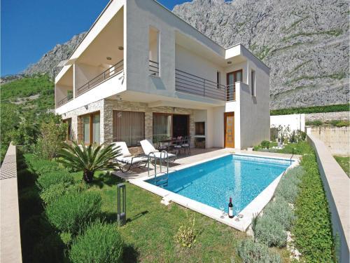 Three-Bedroom Holiday home Makarska with Sea view 08