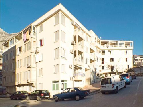 Two-Bedroom Apartment Zrinko 05