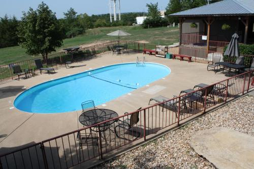 Outback Roadhouse Motel & Suites Branson Photo