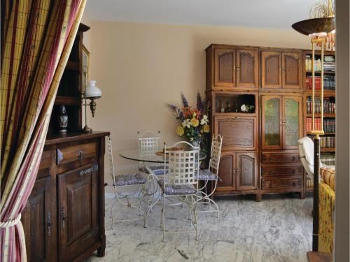 One-Bedroom Apartment in Nice photo 22