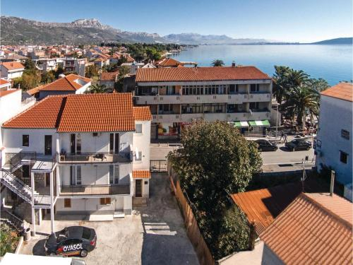 Two-Bedroom Apartment with Sea View in Kastel Stari