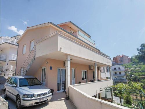 Three-Bedroom Apartment in Podstrana