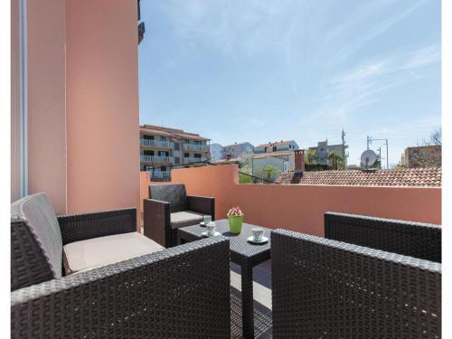 Three-Bedroom Apartment Podstrana 03