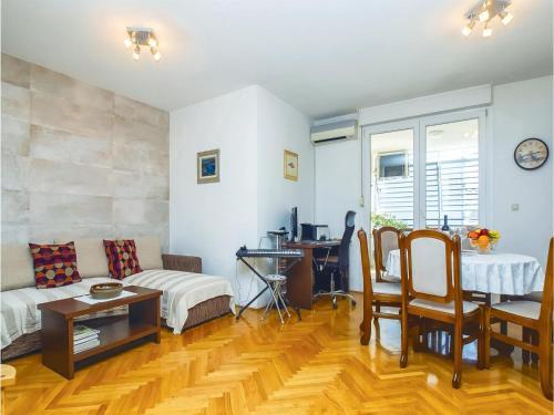 Apartment Split IV
