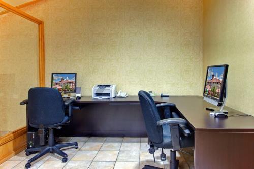 Holiday Inn Express Kelowna Conference Centre - Kelowna, BC V1X 4J2