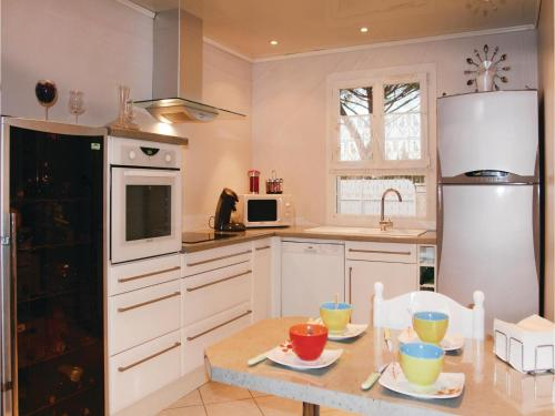 Two-Bedroom Holiday Home in Boulbon photo 3