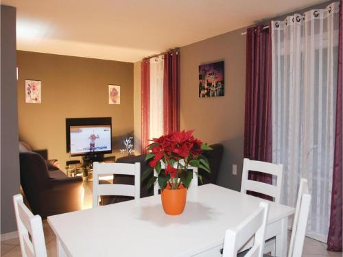 Two-Bedroom Holiday Home in Boulbon photo 4