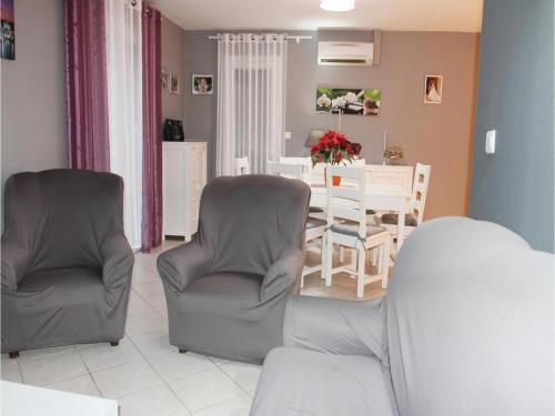 Two-Bedroom Holiday Home in Boulbon photo 8