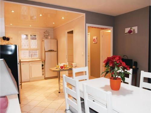 Two-Bedroom Holiday Home in Boulbon photo 12