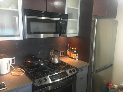 Richmond Center Apartment - Richmond, BC V6X 4A2