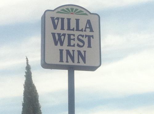 Villa West Inn Photo