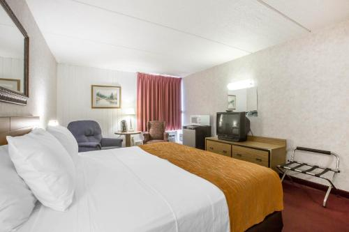 Econo Lodge Inn & Suites Plattsburgh Photo