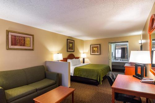 Quality Inn & Suites - Garland Photo
