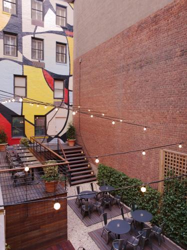230 East 51st Street, New York, 10022, United States.