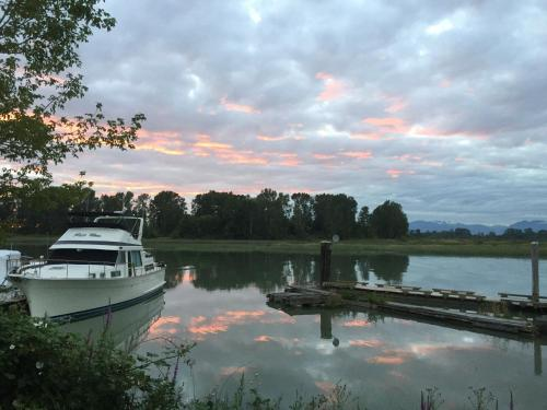 The Swan Abode - Richmond, BC V4K 1R9