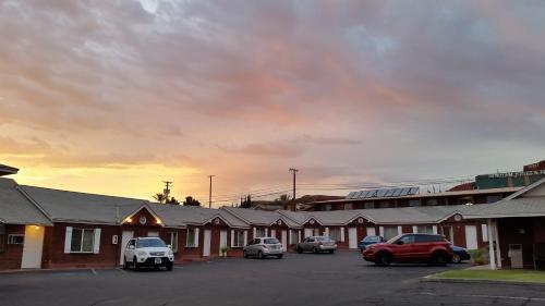 Dixie Palm Motel Photo