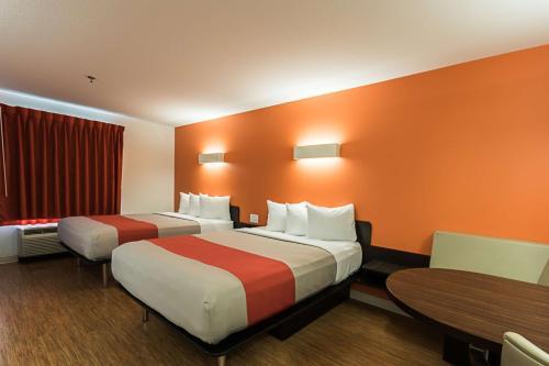 Motel 6 - Moosomin Photo