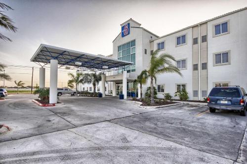 Motel 6 Mission