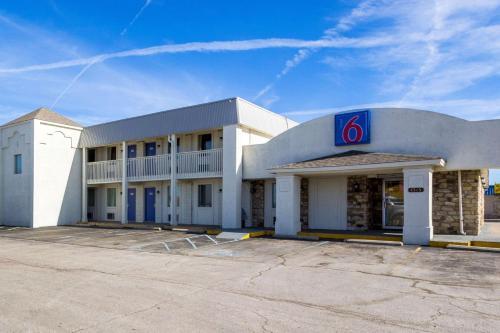 Motel 6 Indianapolis S. Harding St.
