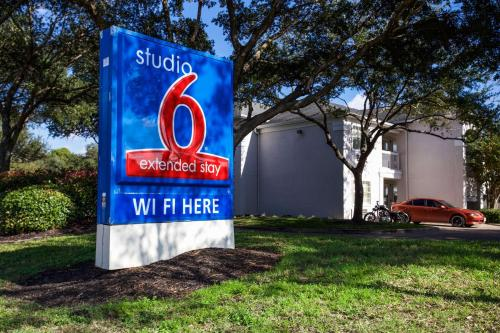 Studio 6 Houston Northwest - Houston, TX 77040