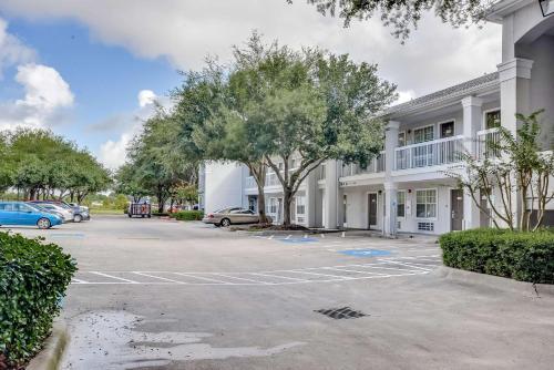Studio 6 Houston - Hobby - Houston, TX 77034