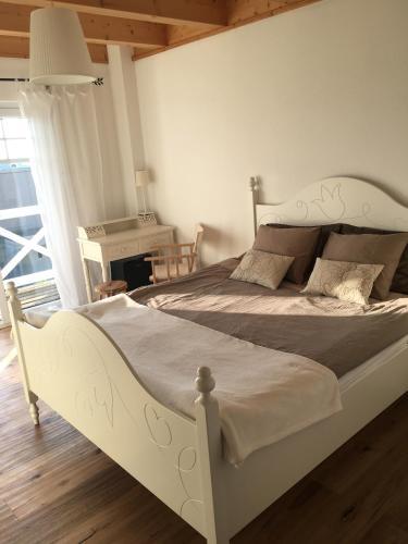 Zimmer mit Bad und Balkon