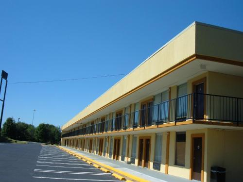 Days Inn By Wyndham Madison - Madison, GA 30650