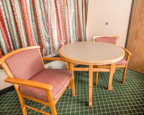 Econo Lodge Pooler - Savannah I-95