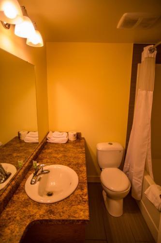 Sahara Courtyard Inn Penticton - Penticton, BC V2A 1L5