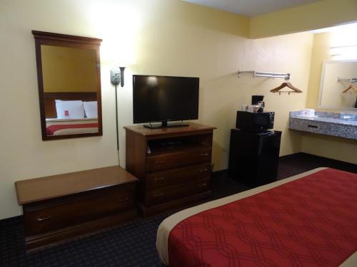 Econo Lodge Fredericksburg Photo