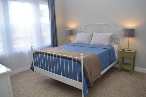 Beautiful 2 Bedroom Apartment By The Lake - Chicago, IL 60640