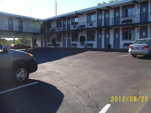 Crystal Inn - Niagara Falls, ON L2E 3E7